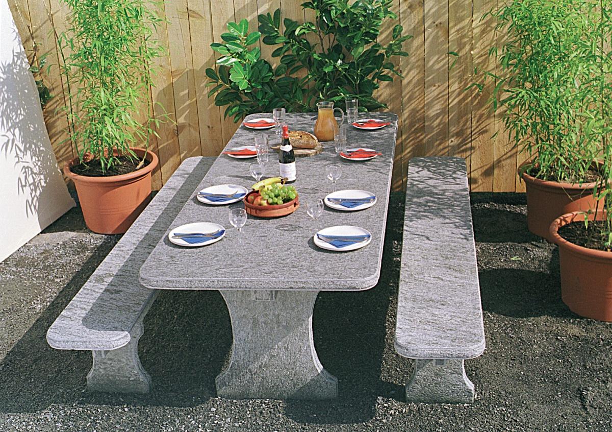 Granittisch f r den garten natursteintisch for Tisch aus granit